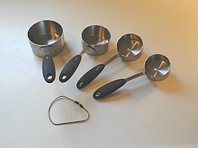 http://www.armchair.com/store/gourmet/baking/mcups1.jpg